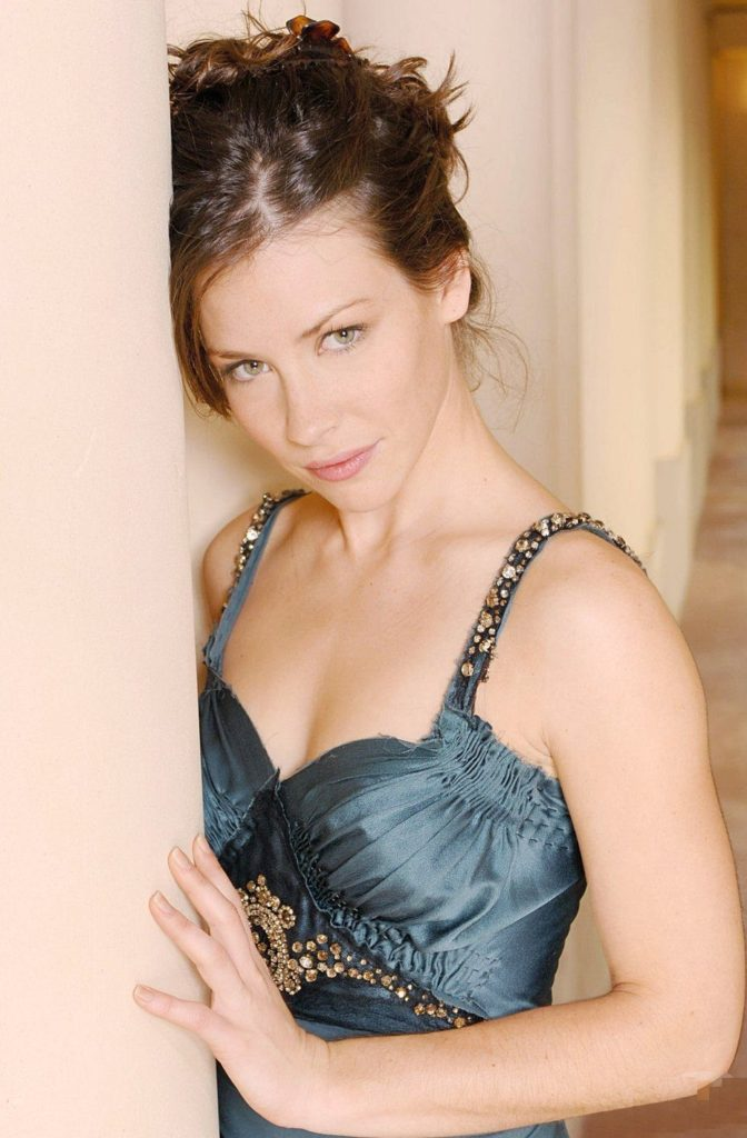 Evangeline Lilly Topless Photos