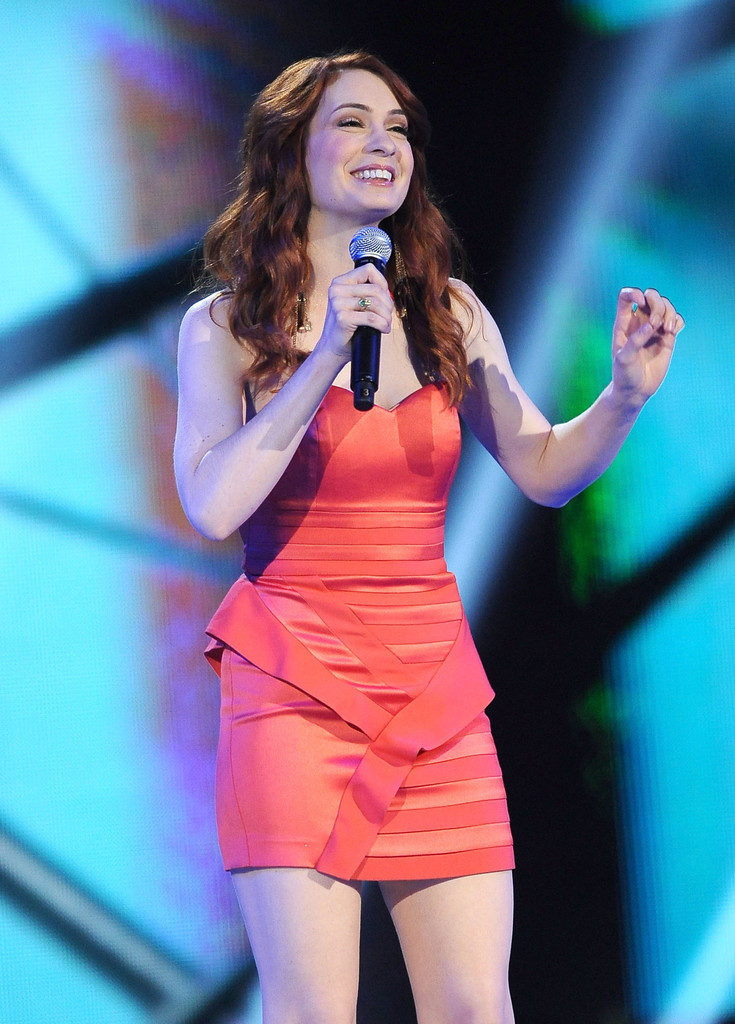 Felicia Day Singing Wallpapers