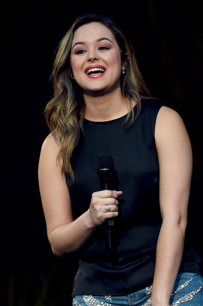 Hayley Orrantia Muscles Pictures