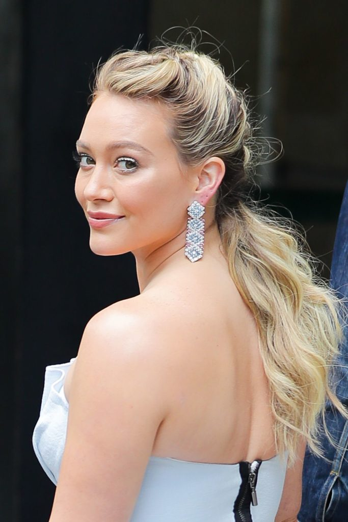 Hilary Duff Bacless Images