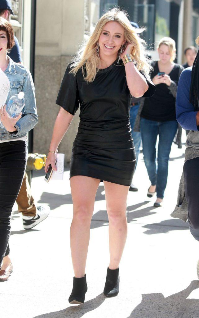 Hilary Duff Legs Wallpapers