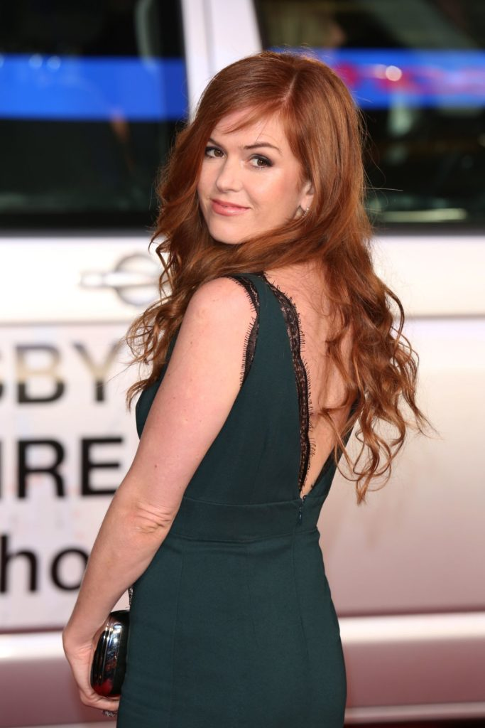 Isla Fisher Backless Dress Images