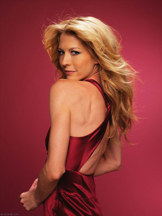 Jenna Elfman Backless Pics