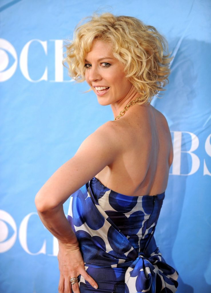 Jenna Elfman Backless Pictures