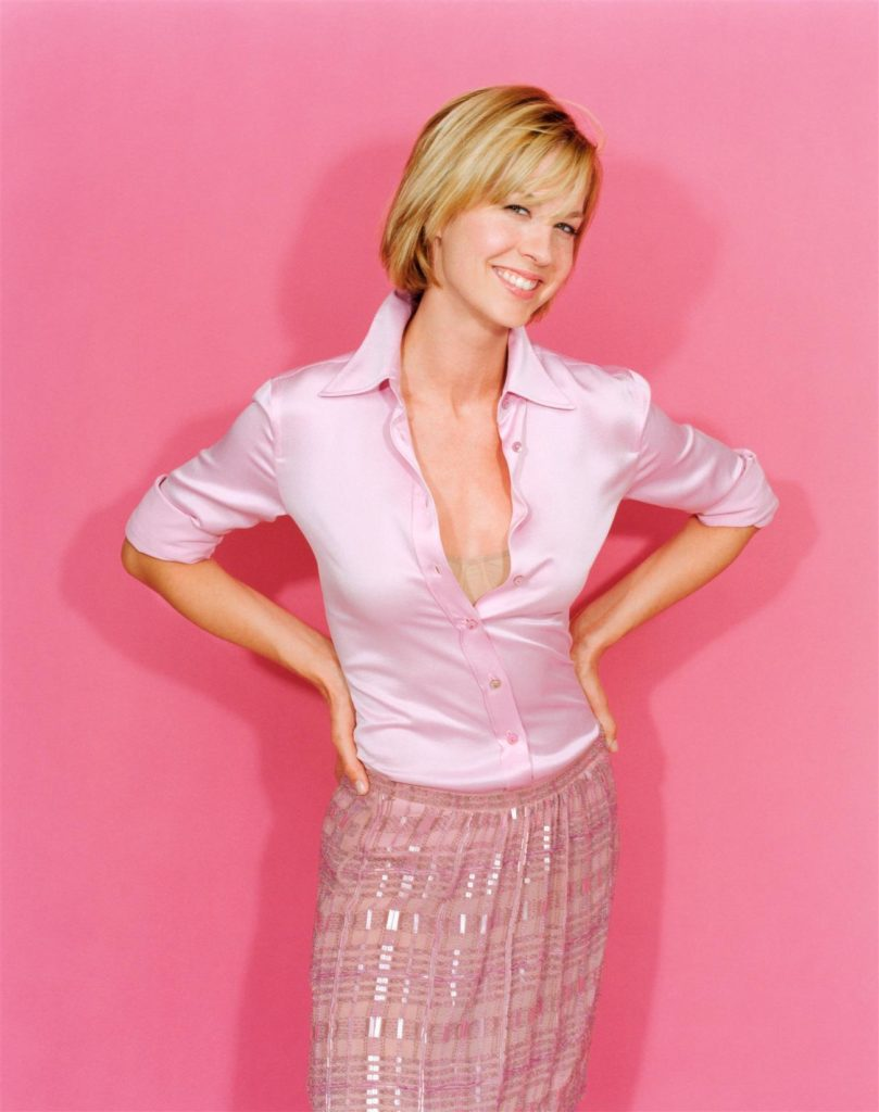 Jenna Elfman Braless Pictures