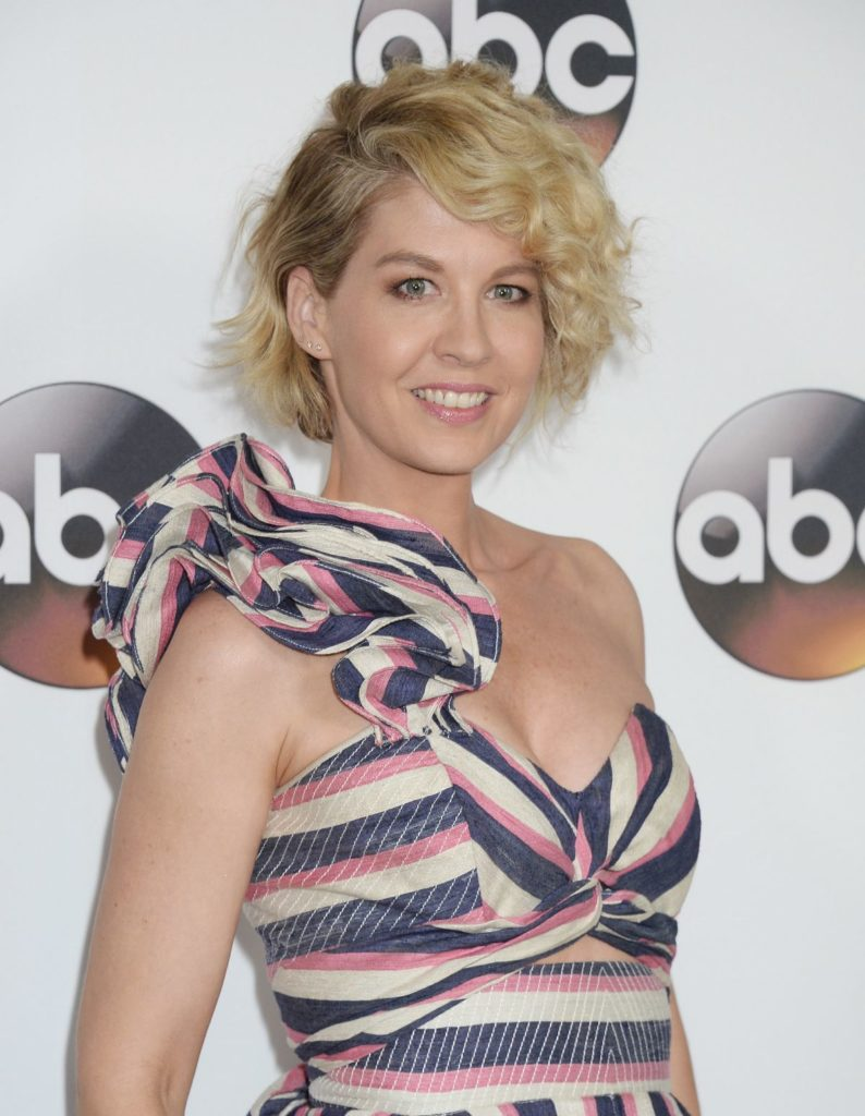 Jenna Elfman Hot Look Pics