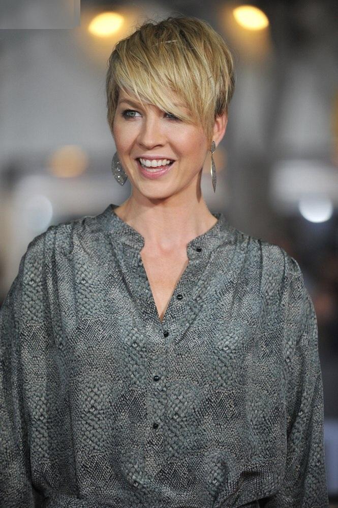 Jenna Elfman Sexy Smile Pics