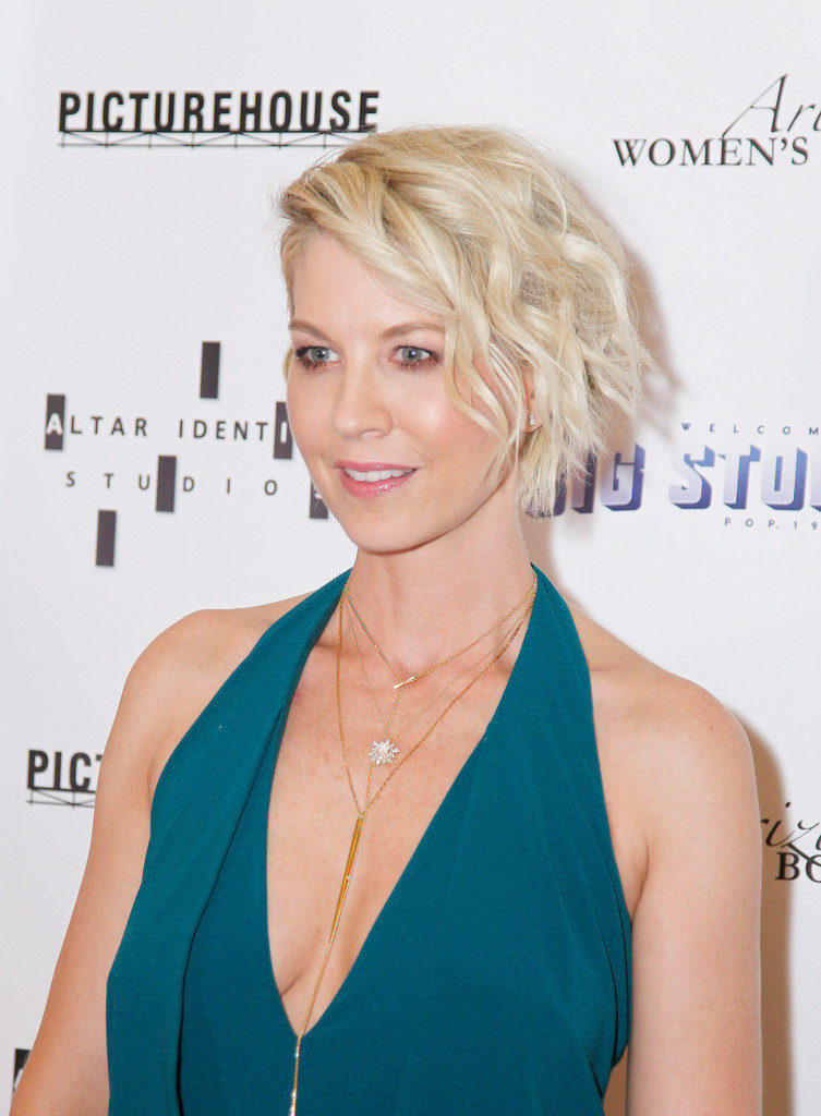 Jenna Elfman Topless Photos