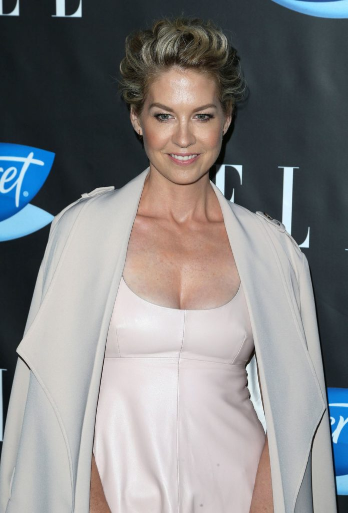 Jenna Elfman In Gown Images