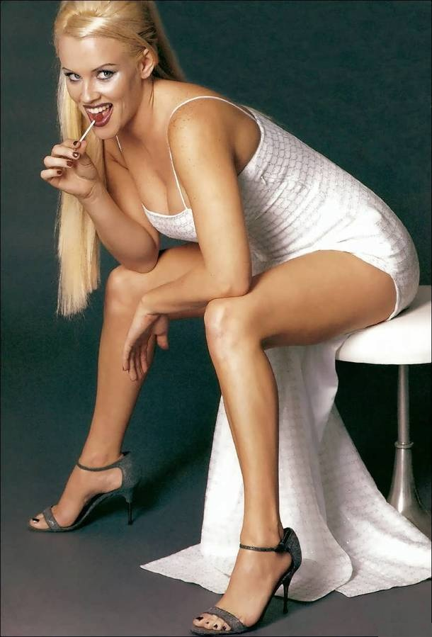 Jenny McCarthy Bikini Pictrues