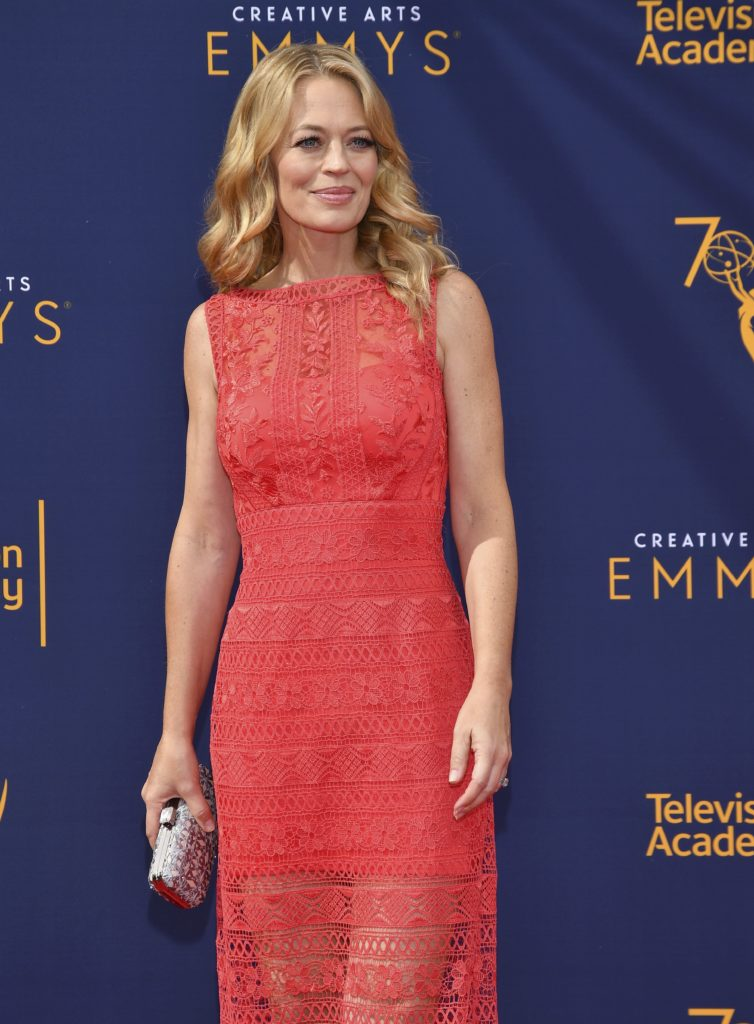 Jeri Ryan In Red Clothes Pics
