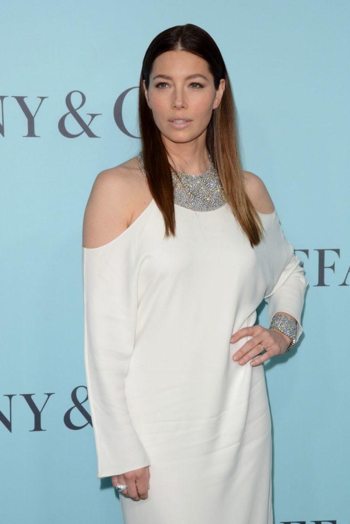 Jessica Biel Offsholder Dress Pics