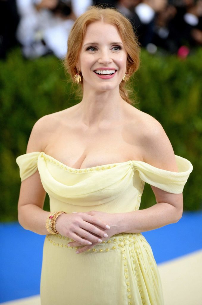Jessica Chastain Sexy Pose Pics