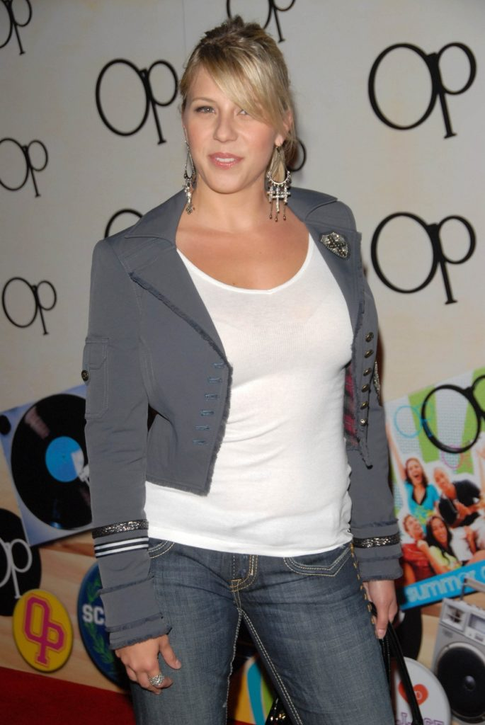 Jodie-Sweetin-At-Event-Pics-In-Jeans