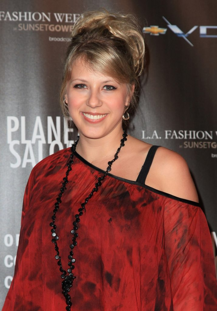 Jodie-Sweetin-Offsholder-Images