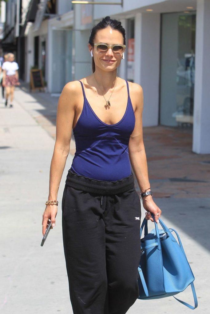 Jordana-Brewster-Leggings-Photos