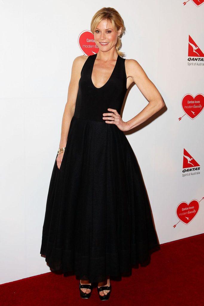 Julie-Bowen-In-Purple-Gown-Images