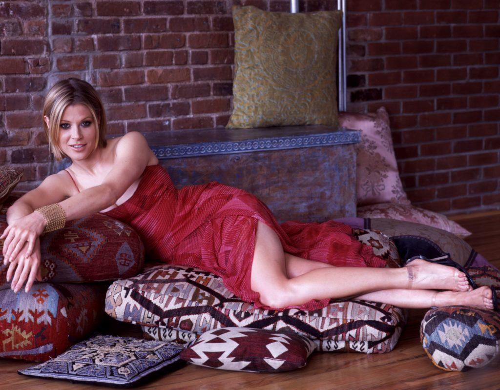 Julie-Bowen-Shorts-Images