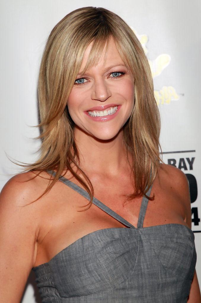 Kaitlin-Olson-Smile-Face-Photos