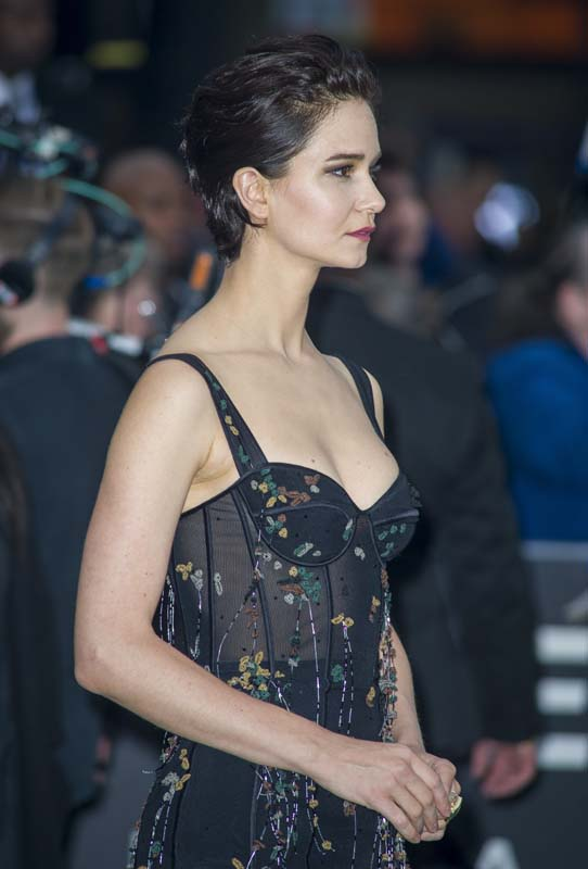 Katherine-Waterston-Body-Images