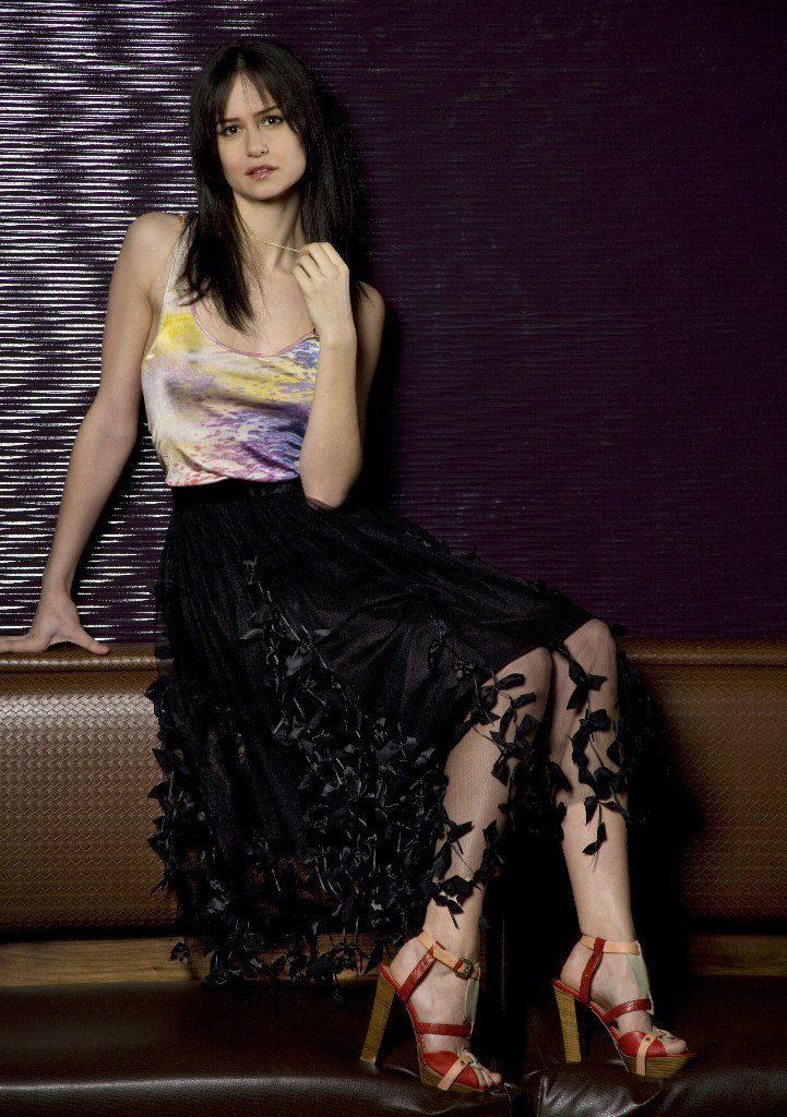 Katherine-Waterston-Feet-Photos
