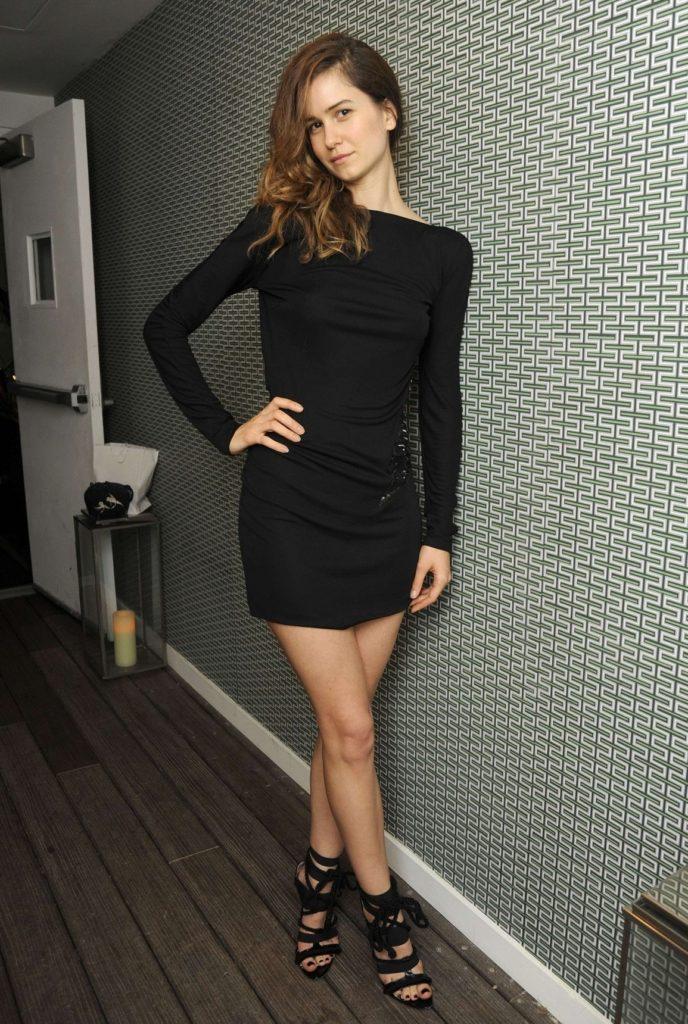 Katherine-Waterston-Shorts-Pics