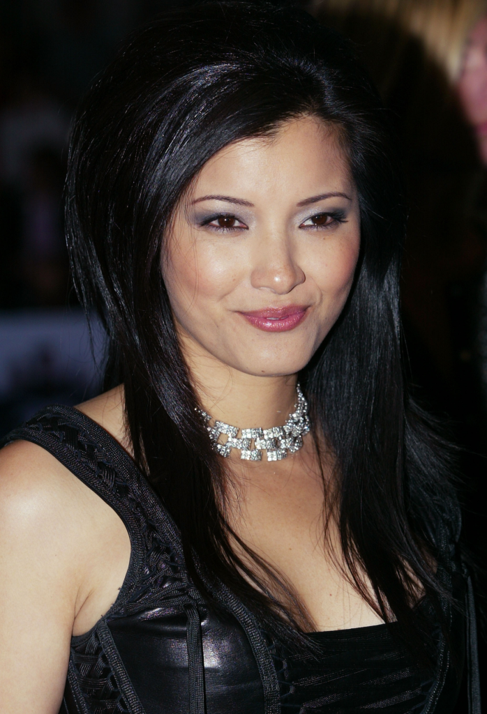 Kelly-Hu-Bra-Cleavage-Pics