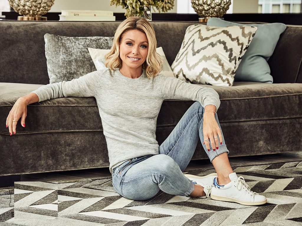 Kelly-Ripa-Jeans-Wallpapers