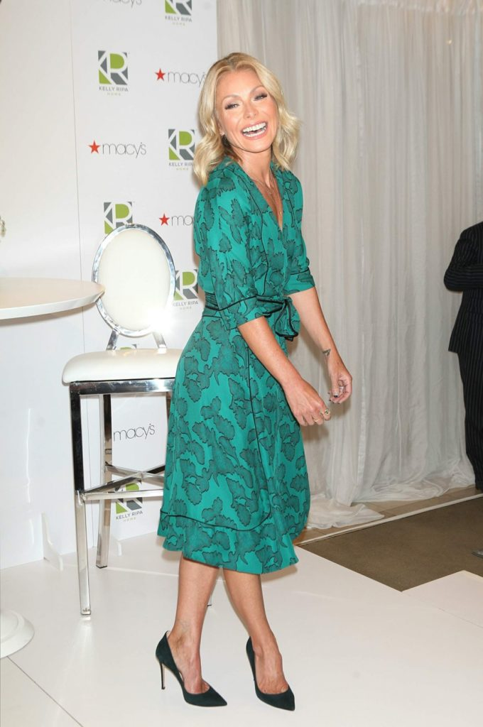 Kelly-Ripa-Lingerie-Pictures