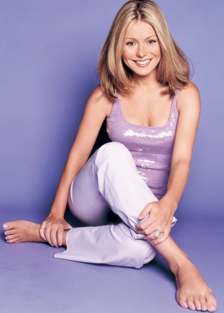 Kelly-Ripa-Sexy-Pictures