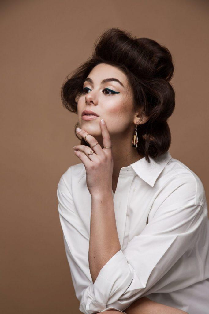 Kira-Kosarin-Makeup-Pics