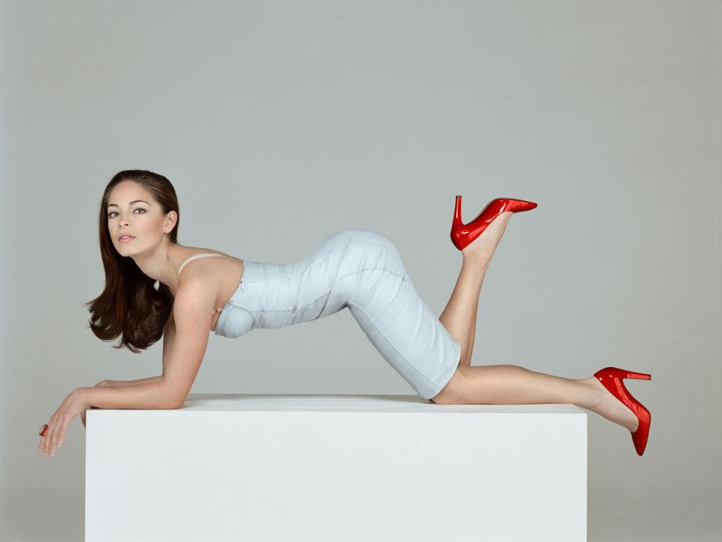 Kristin-Kreuk-Sexy-Look-Pics