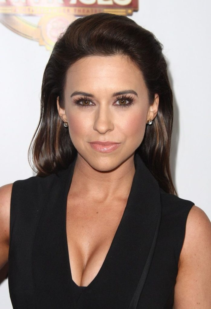 Lacey-Chabert-Bra-Cleavage-Pictures