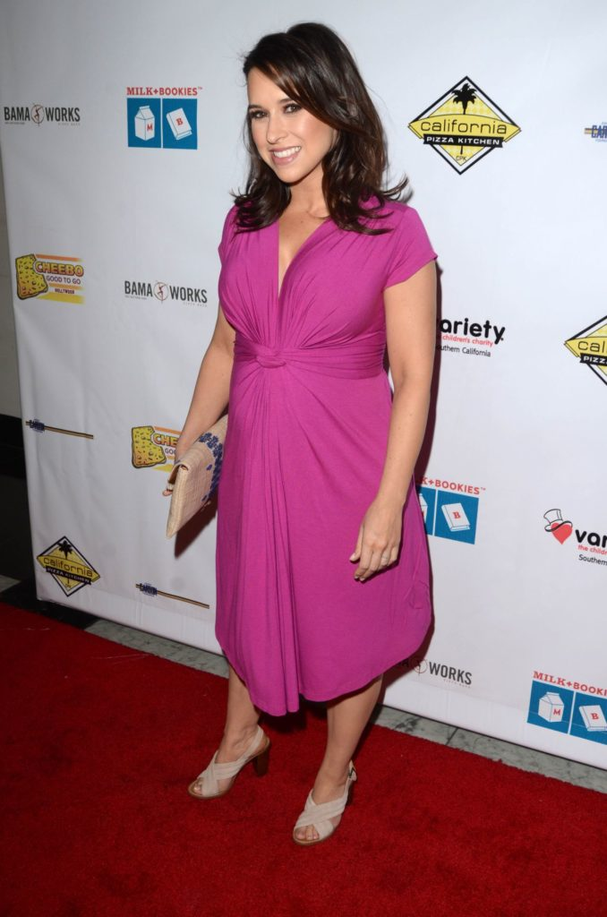 Lacey-Chabert-High-Heals-Images