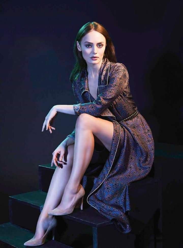 Laura-Haddock-Sexy-Look-Pics