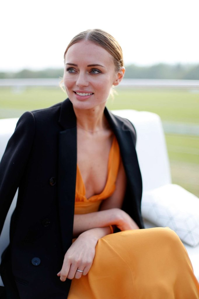 Laura-Haddock-Without-Bra-Pics