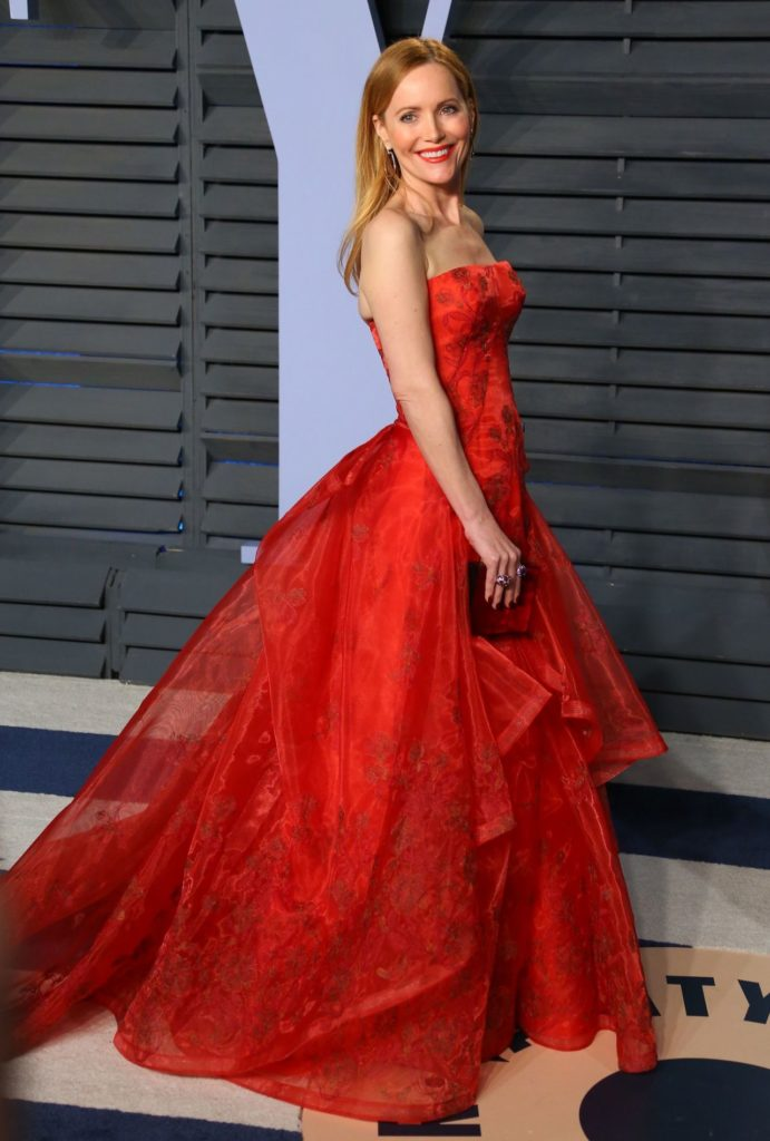 Leslie-Mann-In-Red-Gown-Pics