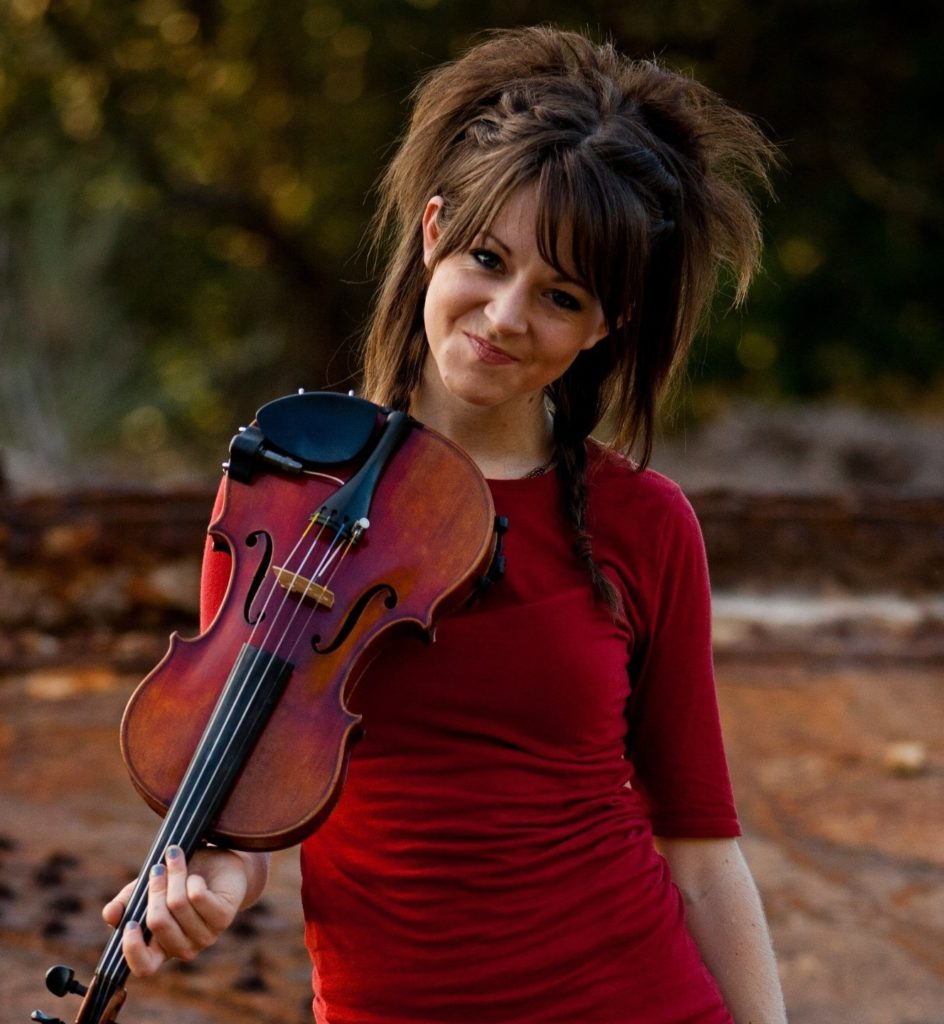 Lindsey-Stirling-Cleavage-Pics