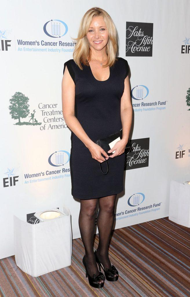 Lisa-Kudrow-Shorts-Pics