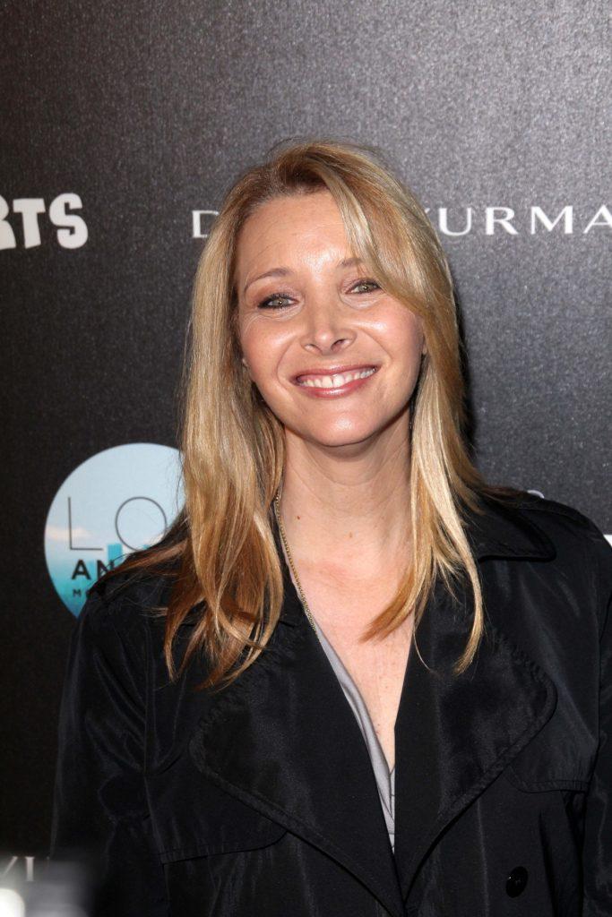 Lisa-Kudrow-Smiling-Pics