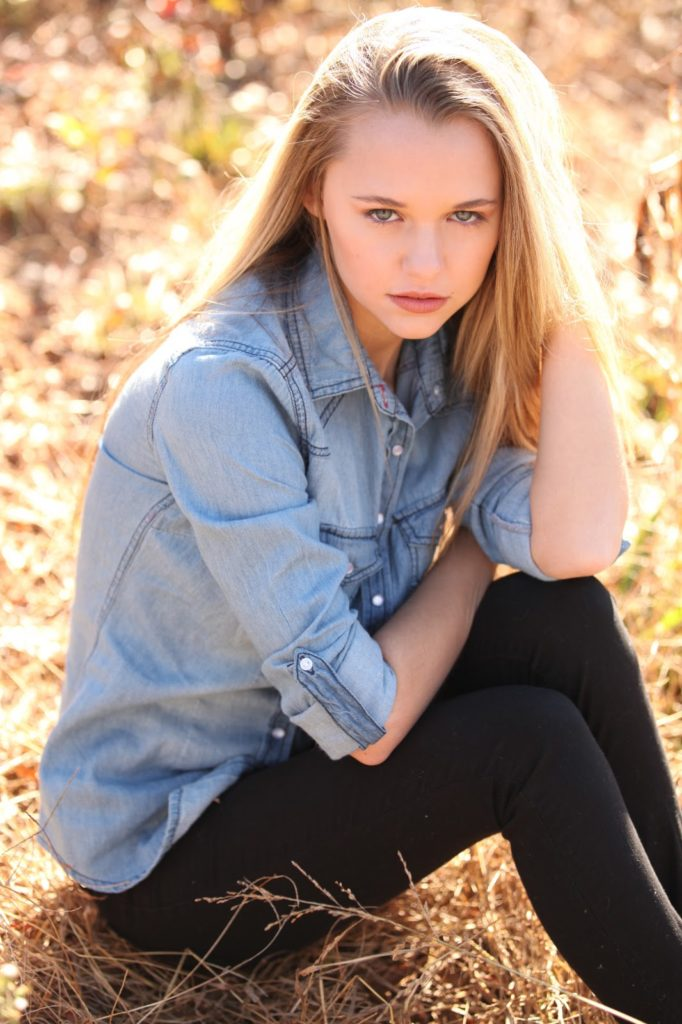 Madison Iseman In Jeans Wallpapers