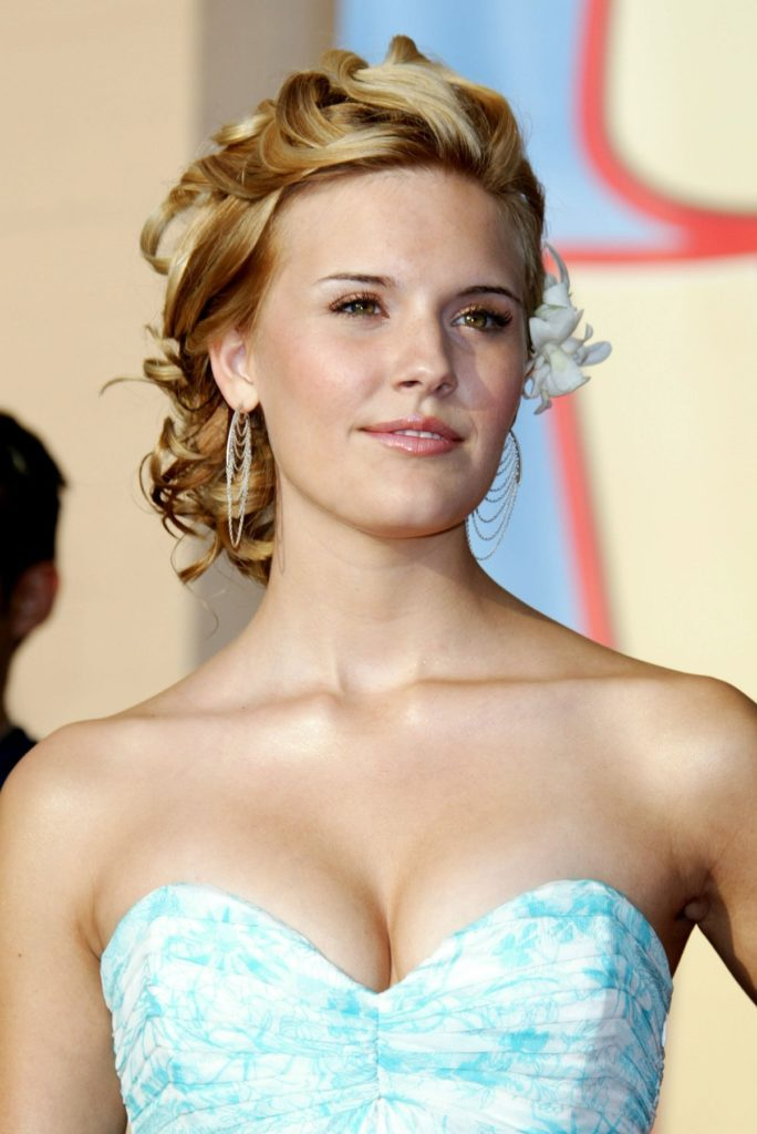 Maggie Grace Braless Images