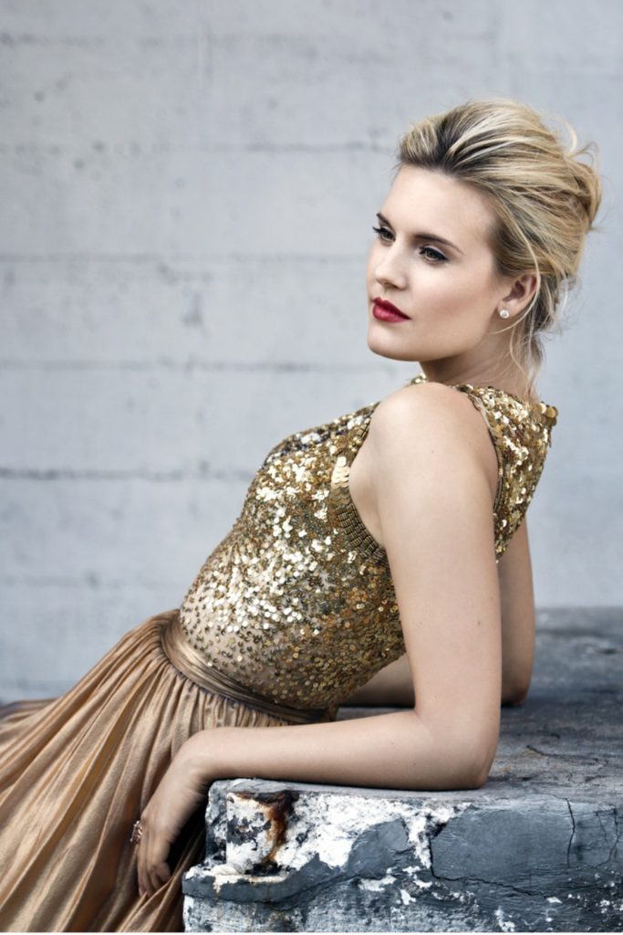 Maggie Grace Sexy Photoshoot