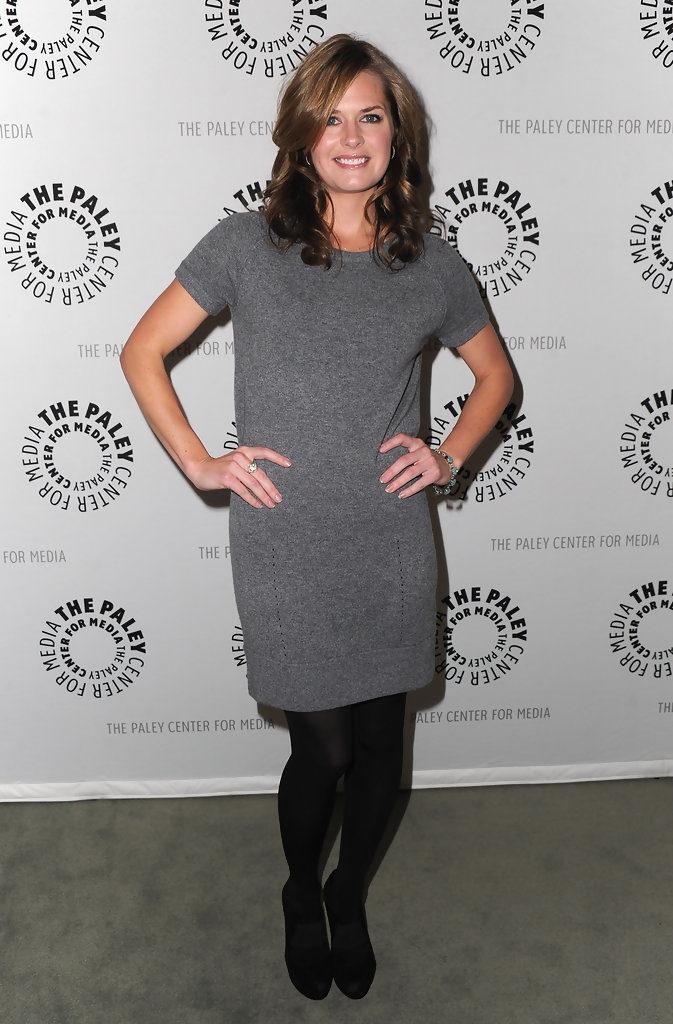 Maggie Lawson In Leggings Photos