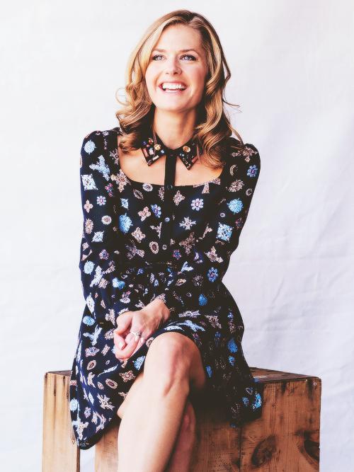 Maggie Lawson Legs Pics