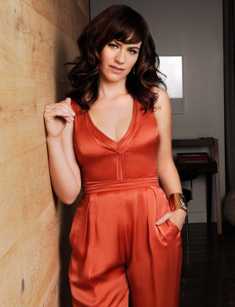 Maggie Siff In Sexy Clothes Pics