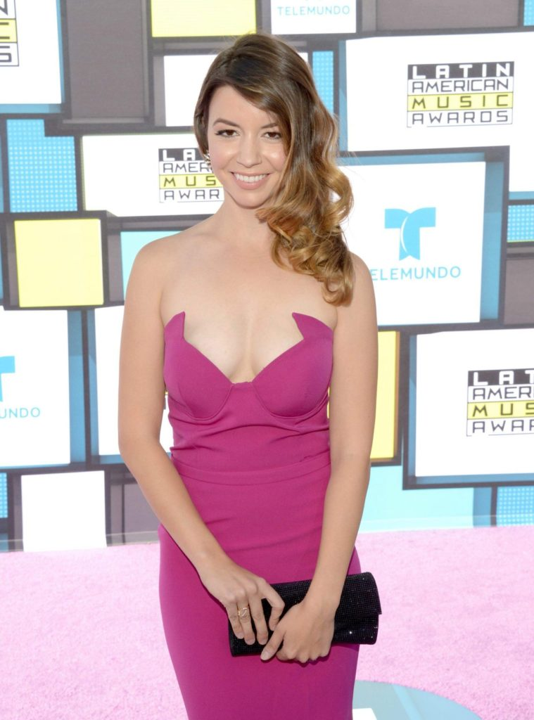 Masiela Lusha Topless Pictures