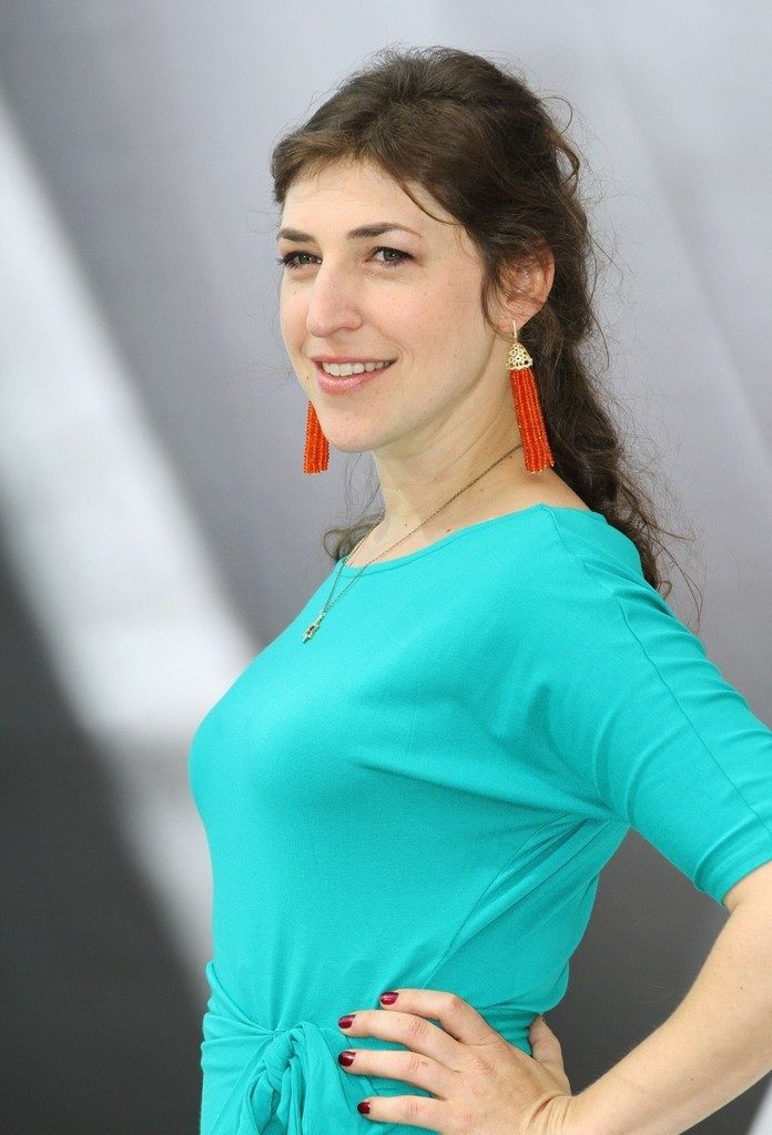 Mayim Bialik Hot Sexy Pictures