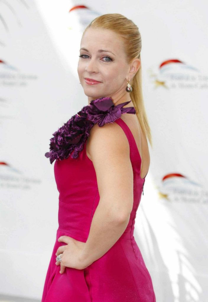 Melissa Joan Hart In Backless Clothes Pics