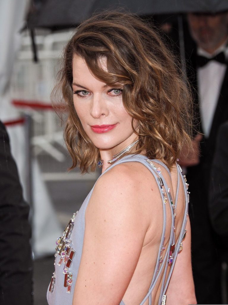 Milla Jovovich In Backless Pictures